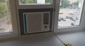 оконный кондиционер в окне ПВХ